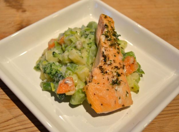 Creamy leeks and vegetables with salmon